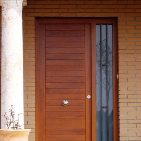 Puerta exterior carinbisa fabricante nacional ventana for Puertas imitacion madera exterior