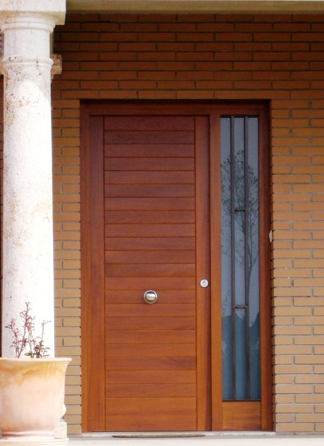 Puerta exterior carinbisa fabricante nacional ventana for Puertas de madera maciza exterior
